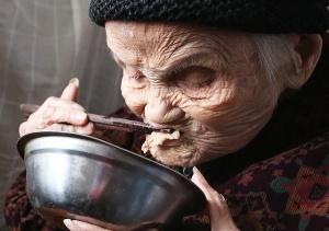 <b>高清:105岁阿婆爱吃肉 很少吃青菜</b></a>&nbsp;<a href=