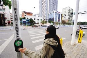 """行人可控""""绿灯"""" 安全自助过街"""