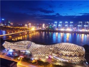"""12月19日焦点图:""""百里柳江""""迷人城市夜景"""