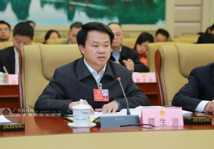 高清:人大代表分组审议政府工作报告