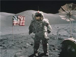 """""""最后一个在月球上留下脚印的人""""逝世"""