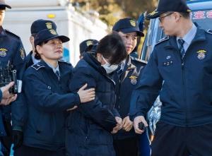 崔顺实参加韩宪法法院总统弹劾案庭审