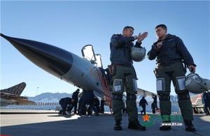 驻疆航空兵组织大场次跨昼夜飞行