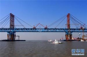 世界最大跨径公铁两用钢拱桥合龙