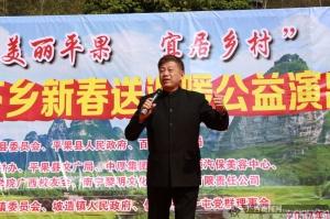 百色质监局下村迎新春送油送米送文化