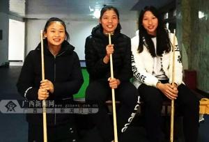 青秀山训练基地组织运动员打台球赛缓解备战压力