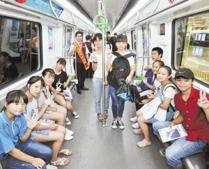 学生乘坐南宁地铁可享5折优惠啦!