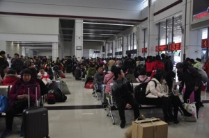 上林县积极应对节后返程春运客流高峰
