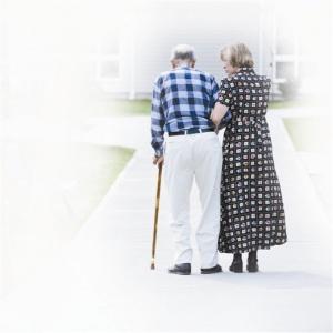 老人行动迟缓可能患了肌少症 要适当运动增加营养