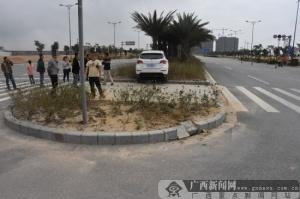 钦州:通过路口不减速 两车