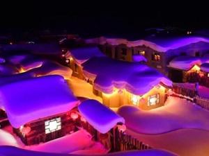 """木屋配白雪 中国""""雪乡""""夜景如童话"""