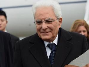 意大利总统马塔雷拉乘专机抵达重庆