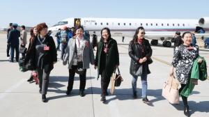 住桂全国政协委员抵京出席全国政协十二届五次会议