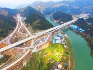 航拍:广西桂三高速公路建设进入攻坚冲刺阶段
