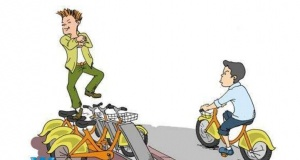 直播怒扔共享单车 嚣张违法更需惩治