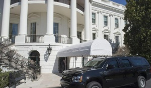 一携带背包者夜翻白宫外围墙被逮捕