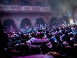 印度沃林达文欢庆洒红节