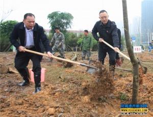 防城港四家班子领导开展义务植树活动