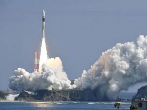日本成功发射一颗情报收集卫星(组图)