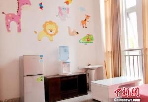 """重庆一学校建""""母婴室""""为哺乳女教师供私密空间"""