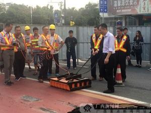 南宁:BRT车道塌陷路面连夜回填 有望27日恢复通行