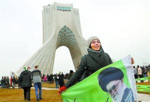 """鲁哈尼启程访俄谈战略合作 伊朗想""""联俄制美""""?"""