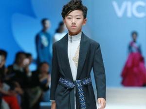 时装周VICKY'Z秀上英武帅气的小超模