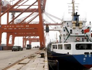 钦州港货物吞吐量强劲增长