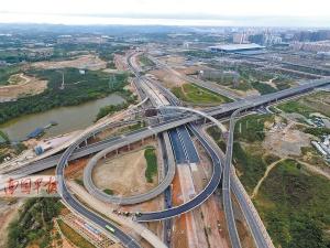 南宁市凤凰岭路-高速环路立交桥通车(图)