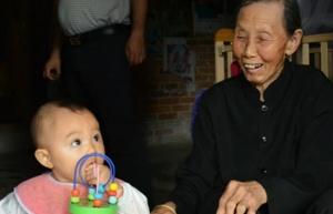 【百岁老人系列】简月花:百岁老人头发乌黑全靠草木灰