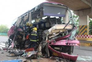 南友高速发生两车相撞事故 2人死亡10人受伤(图)