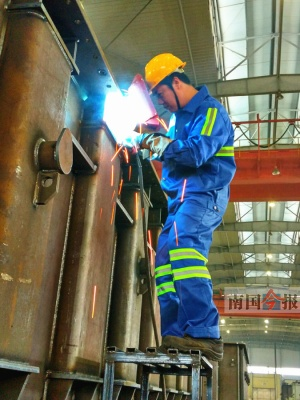 看焊弧火花判断钢材含碳量 张壮辉:天生做焊工的料