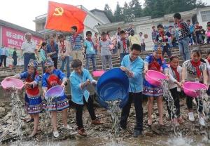 保护渔业生态资源 16余万尾鱼苗回归融江河(图)