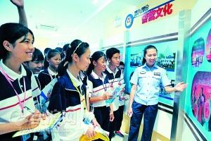 钦州:中学生感受警营文化 接受禁毒洗礼(图)