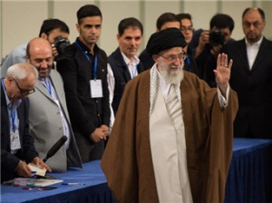 伊朗最高领袖哈梅内伊参加总统选举投票