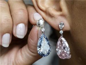 苏富比拍出世界最贵钻石耳环