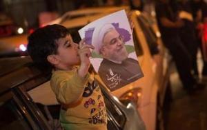 伊朗民众庆祝鲁哈尼总统选举胜出