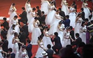 南京大学举行115周年校庆校园集体婚礼