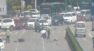 桂林:越野车撞人后狂飙 3分钟被拦停