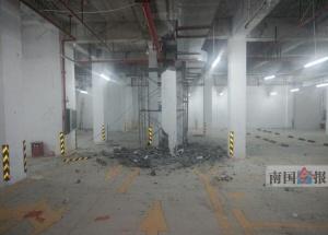 小区地下停车场水泥柱被拆引担忧 房开:非承重墙柱
