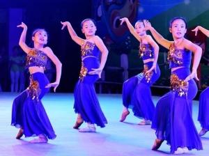 """广西钦州:舞芭蕾 迎""""六一"""""""