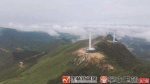 博白首台风力发电机吊装成功