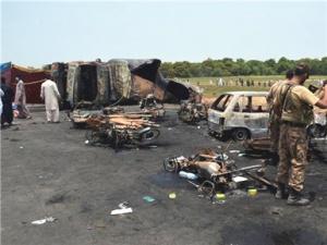 巴基斯坦油罐车起火事件致200多人死伤