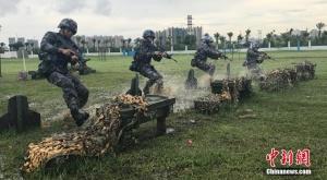 直击两栖侦察女兵训练场