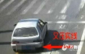 一司机把马路当照相馆 违章18次朝监控摆剪刀手