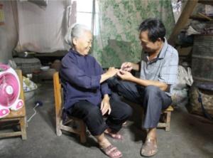 """好儿子杨世亮 一份承诺延续30余年""""母子""""情"""