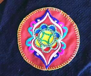 她代表壮锦绣娘出国参展 美国人爱上她的拼布刺绣