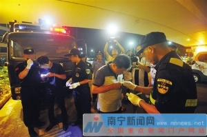 男子带1.4米砍刀称防身 警方查获10名涉毒嫌疑人