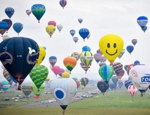 法国举行洛林国际热气球节