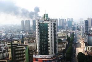 氧焊作业不慎 南宁一在建高楼突发火灾